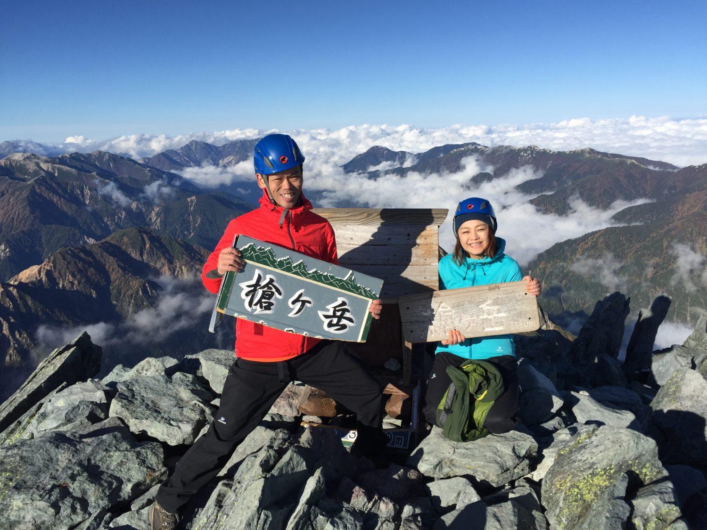 2日間かけて登頂した際、同行してくれたトレーナーの山門さんとの記念撮影。