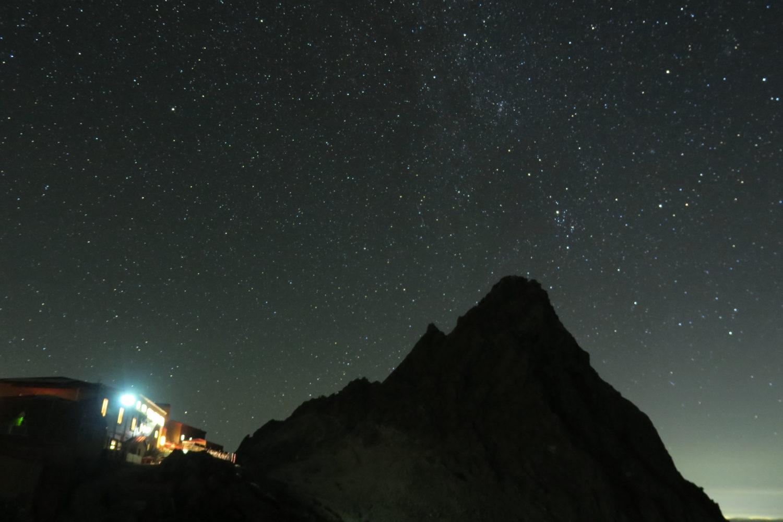 頂上から眺める最高の星空。上空3000m以上から見る天の川の絶景。